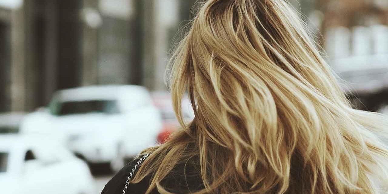 Comment éclaircir ses cheveux blonds naturellement