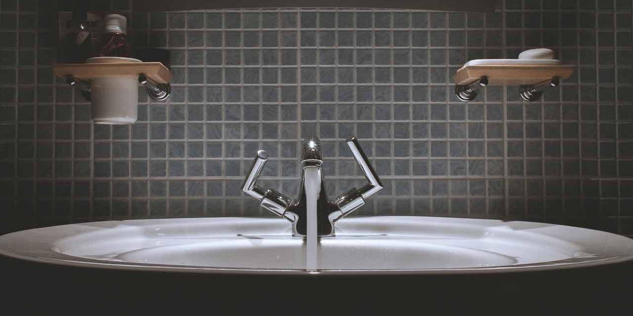 Atténuer les rayures sur un évier en inox