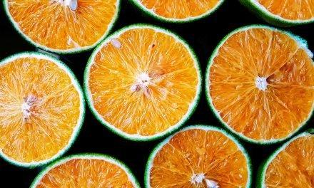 Utilisez l'orange contre les cheveux gras