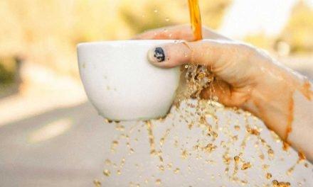 Comment nettoyer des taches de café ou thé